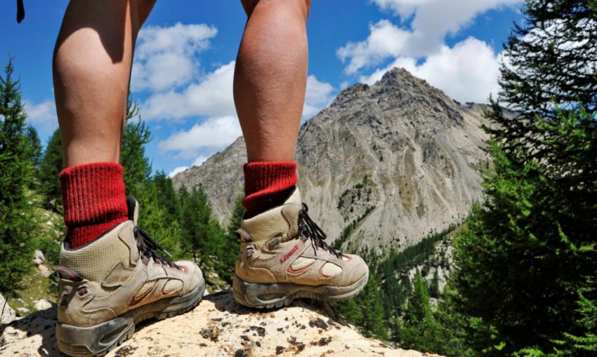 jenis sepatu hiking