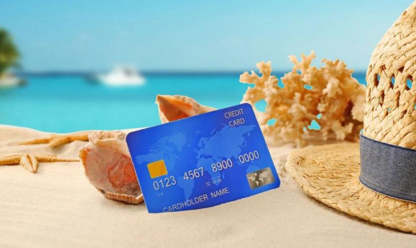 keuntungan liburan dengan kartu kredit travel